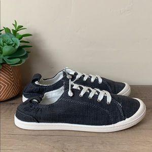 nwob // American eagle sneakers
